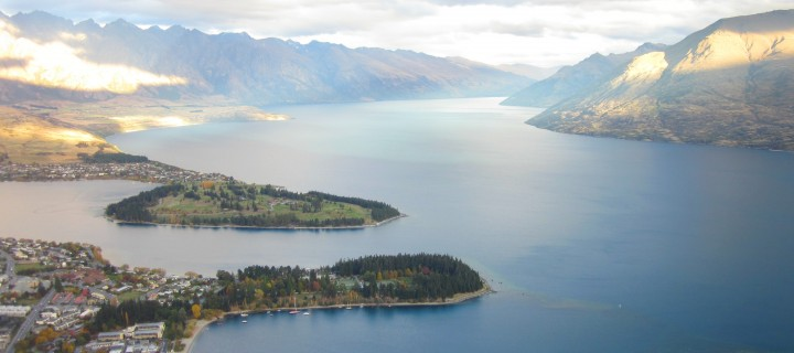 Queenstown – Hiking the Mountains & Famous Fergburger